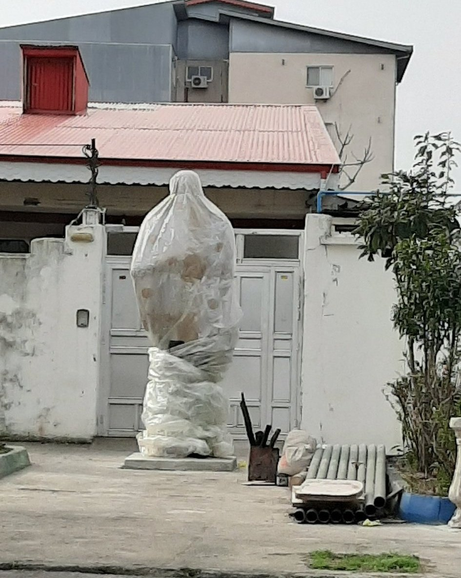 اومدن رو مجسمه قاسم سلیمانی [ب … 159549001584186613