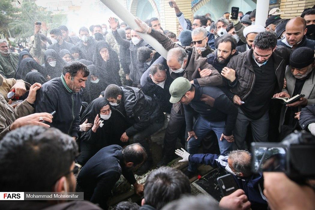 مراسم عجیب تشییع سردار #حسین_ا … 720456001584969006